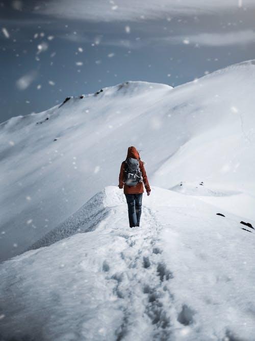 člověk sníh