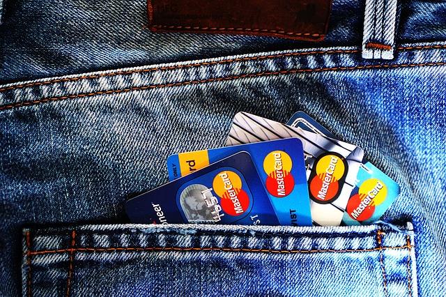 kapsa plná kreditních karet