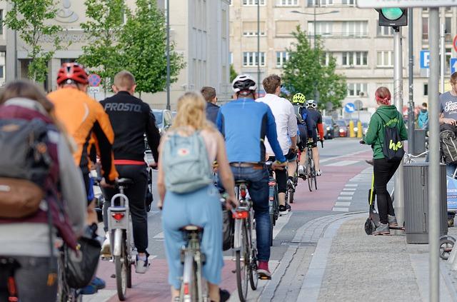 cyklisti ve městě
