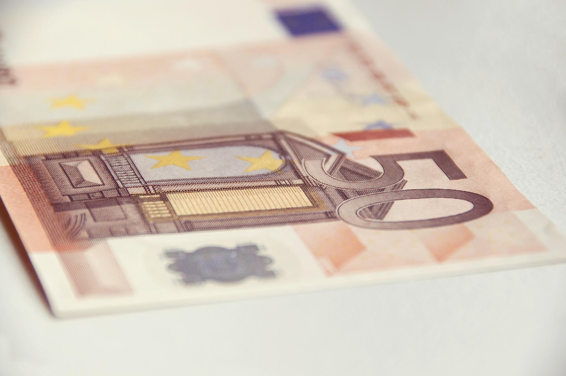 money-856042_1920